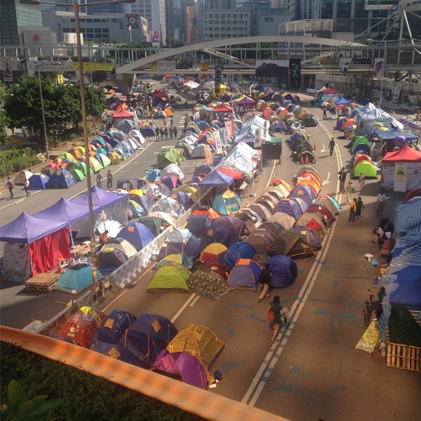 路上のテント